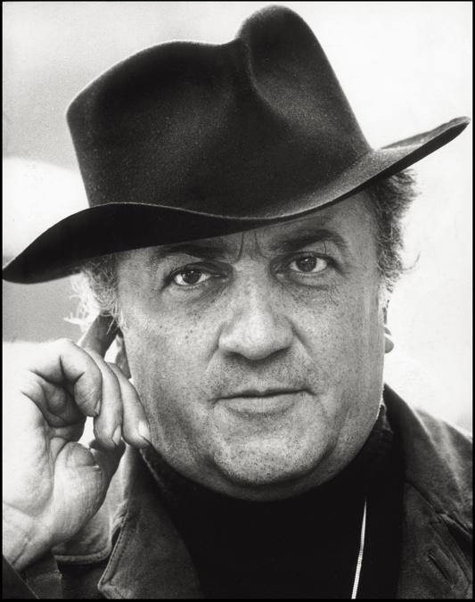 1973 - Il regista Federico Fellini sul set di «Amarcord» (Photographie de Rino Petrosino ©MP/Portfolio/Leemage)