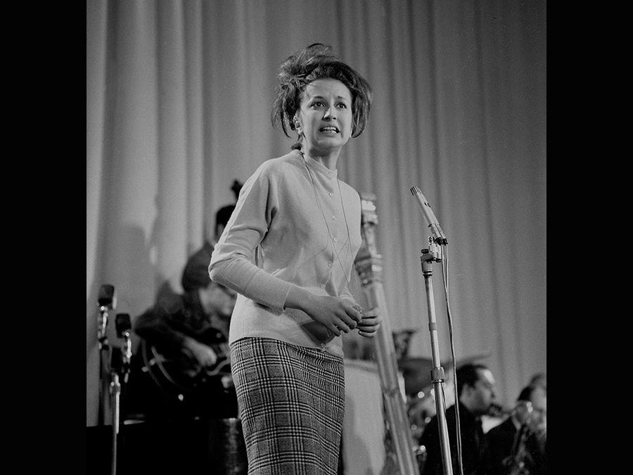 1961. Mina