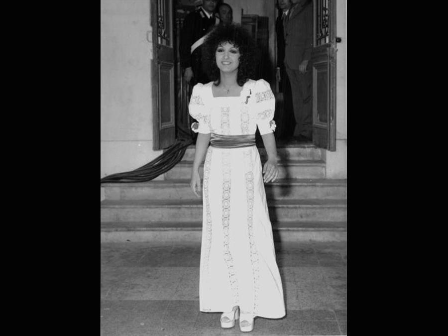 1972. Marcella Bella con un abito della sartoria Gulp, all'epoca molto in voga