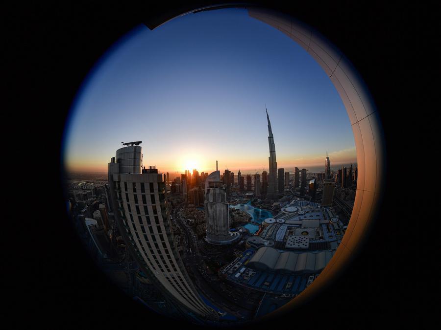 Una vista del  Burj Khalifa il grattacielo più alto al mondo (829.8 metri)  (Photo by GIUSEPPE CACACE / AFP)