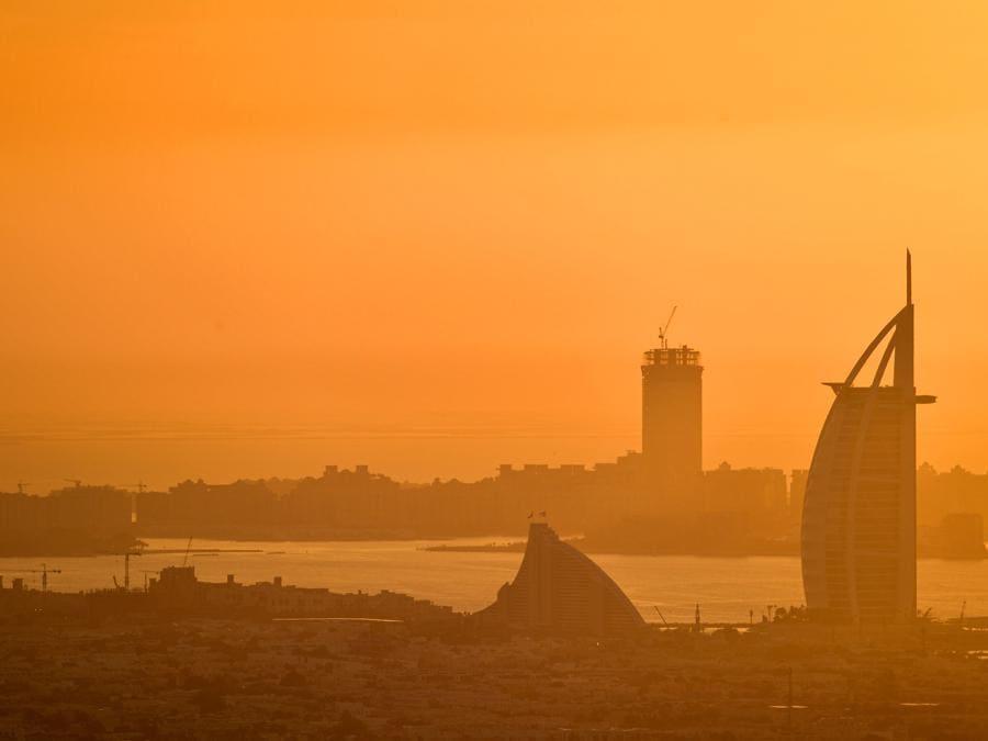 Il complesso Burj al-Arabnel golfo di Dubai. (Photo by GIUSEPPE CACACE / AFP)
