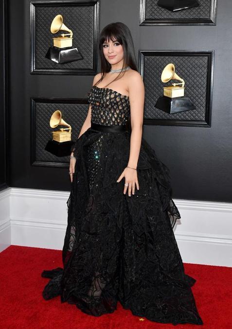 Camila Camelo ha indossato una creazione Atelier Versace