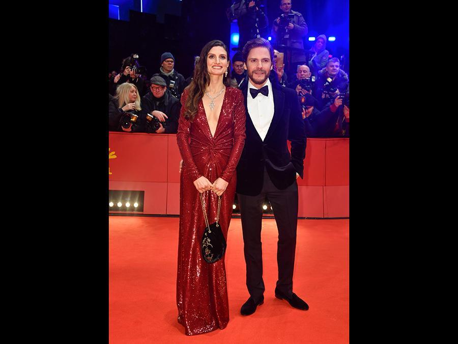 L'attore tedesco  Daniel Bruehl e la sua compagna Felicitas Rombold (Afp/John MacDougall)