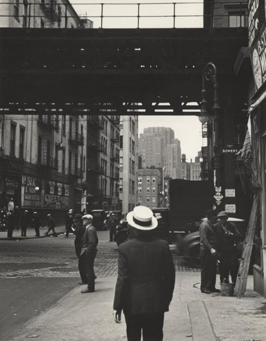 Ilse Bing, New York. El and Straw Hat, 1936. © Estate of Ilse Bing