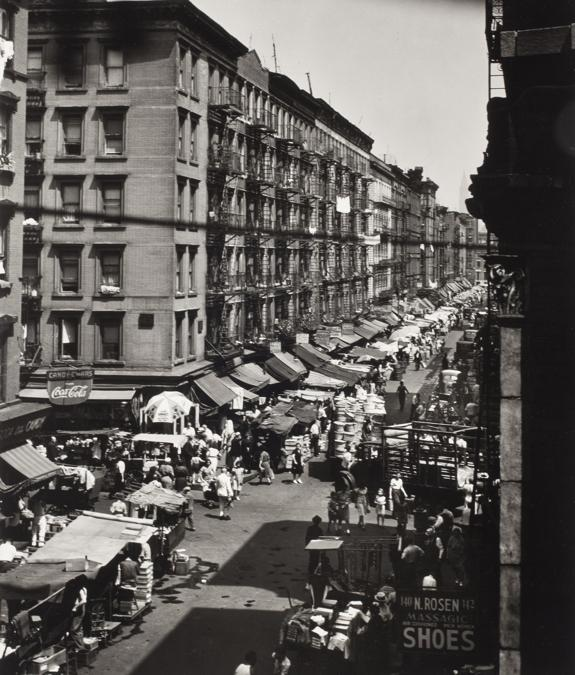 Lee Sievan, Orchard & Rivington Streets-Pushcarts, 1946. © Estate of Lee Sievan