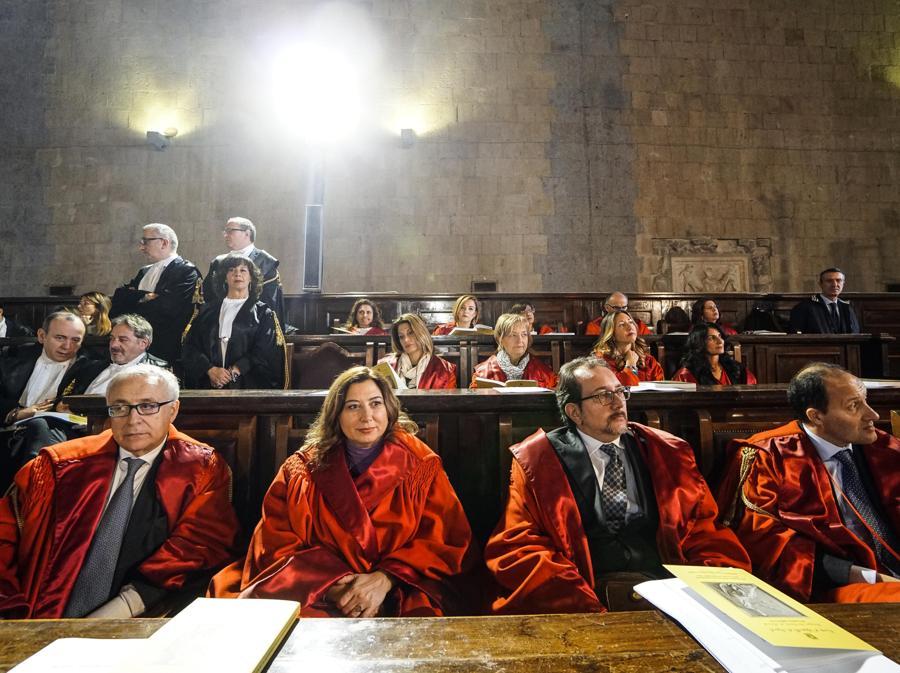 Un momento dell'inaugurazione dell'anno giudiziario a Napoli. (ANSA/CESARE ABBATE)
