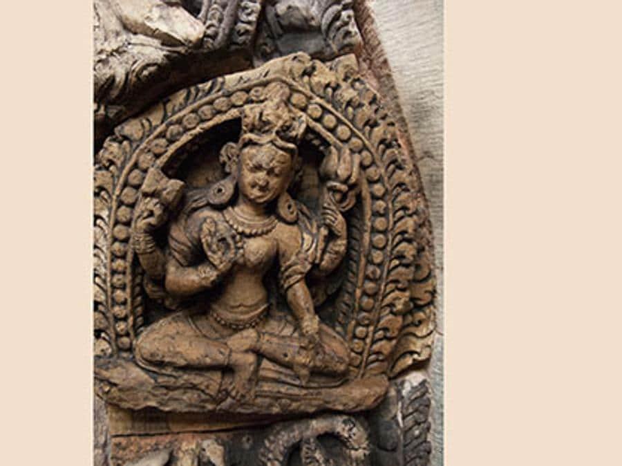 Nepal, Patan. Palazzo Reale: un bassorilievo sul portale (Quanta System – Gruppo El.En) / DOPO