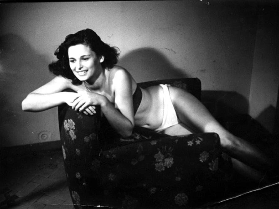 1949 - La foto inviata da Lucia Bosé per partecipare al concorso di Miss Italia. (Ansa / Pal)