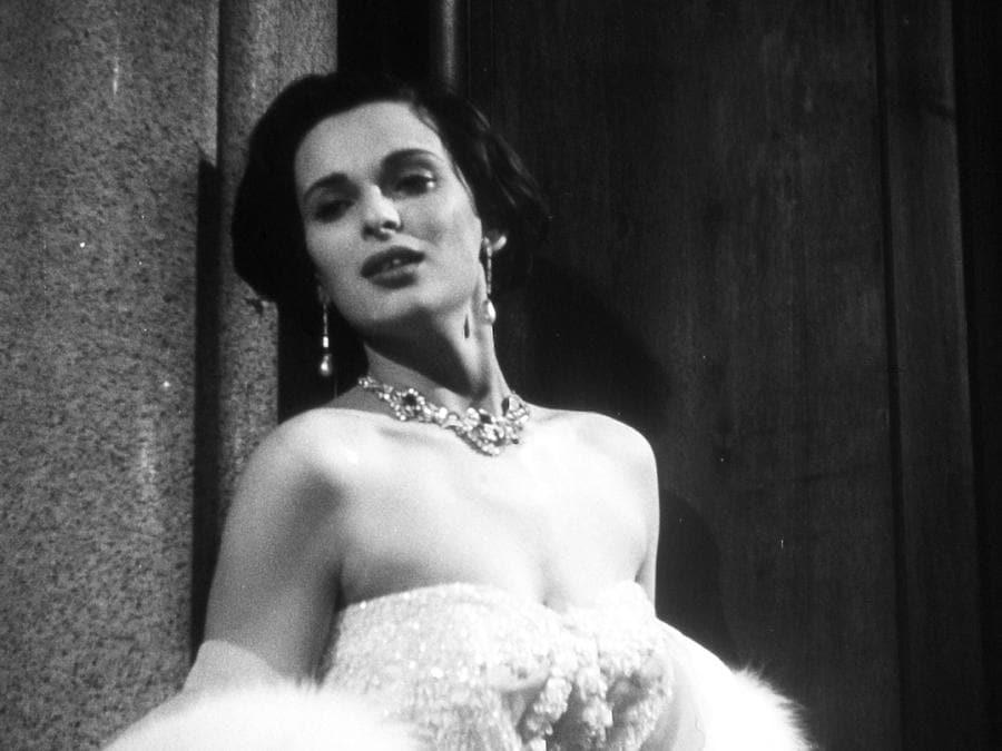 """1950 - Lucia Bose in una scena del film """"Cronaca di un amore"""" diretto da Michelangelo Antonioni e interpretato con Massimo Girotti. (Ansa/ Pr)"""