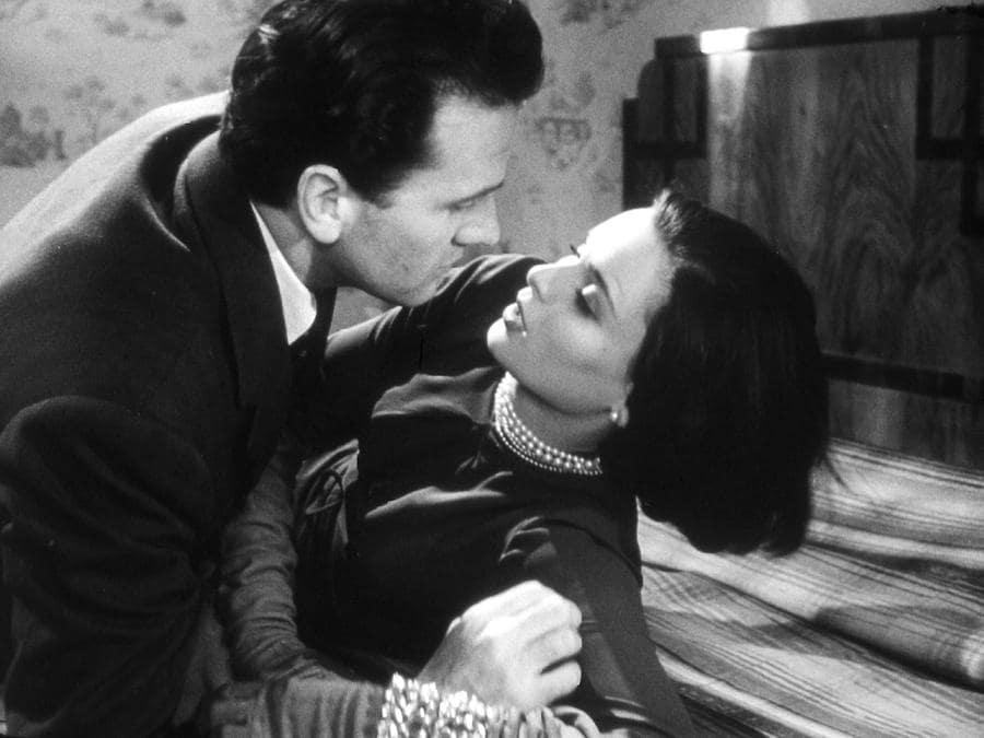 """1950 - L'attrice nel film """"Cronaca di un amore"""", diretto da Michelangelo Antonioni, con Massimo Girotti. (Ansa/ Pr)"""