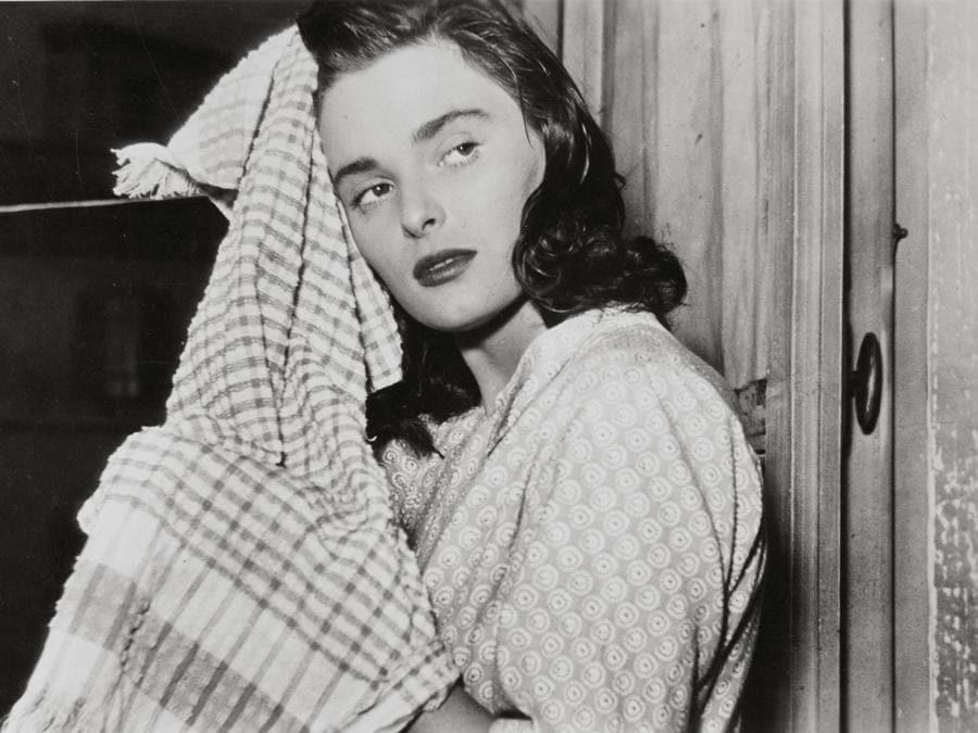 """1951 - Una scena tratta dal film """"Le ragazze di piazza di Spagna"""". (foto IPP)"""