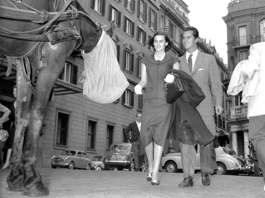 1956 - Lucia Bose con suo marito, l'ex torero Luis Miguel Dominguin. (Archivio/ANSA)