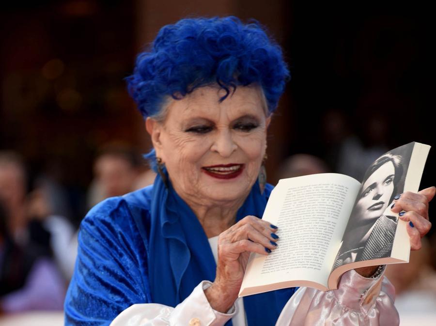 2019 - Festa del cinema di Roma, nella foto Lucia Bose con in mano la sua biografia. (Foto IPP/Gioia Botteghi)