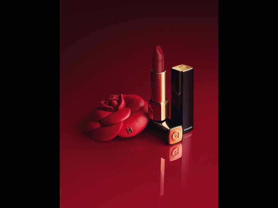 Rouge Allure Camèlia. La collezione in limited edition propone 4 nuance di Rouge Allure vivaci e luminose e altre 4 in versione Velvet, mat e intense.