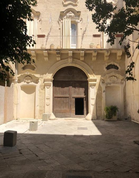Palazzo Luce, Lecce, cortile interno