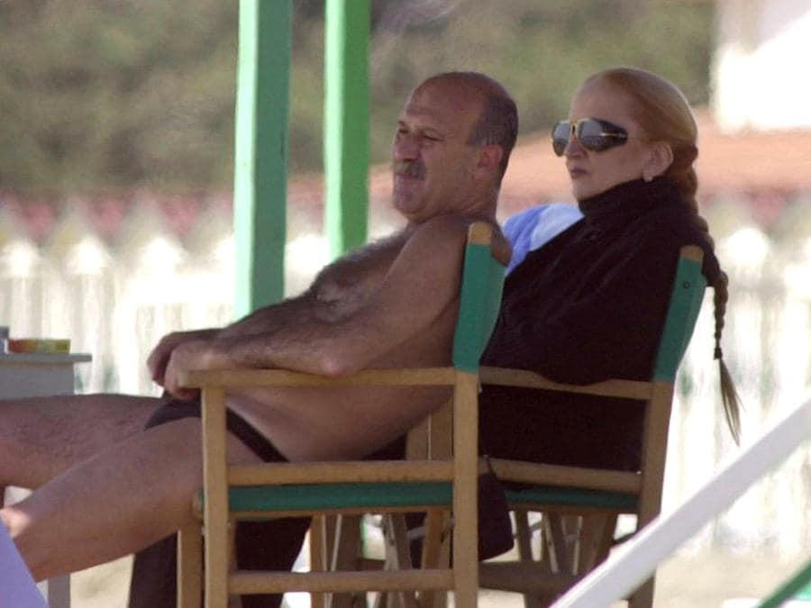 La cantante Mina col marito Eugenio Quaini al mare (RICCARDO DALLE LUCHE/ANSA)