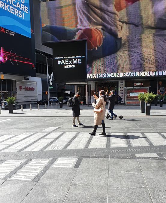Times Square come appare in questi giorni. Uno dei posti più affollati del pianeta visitato ogni anno da quaranta milioni di turisti.