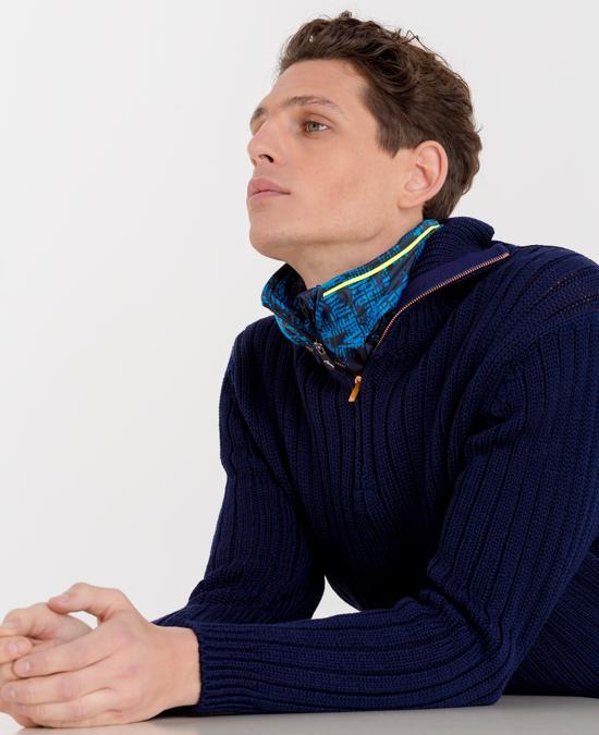 Maglione in lana a coste, Hand Picked; gilet in tessuto tecnico stampato, Chervò. (fotografie di Pasquale Ettorre per IL. Stylist, Alessandro Cardini)