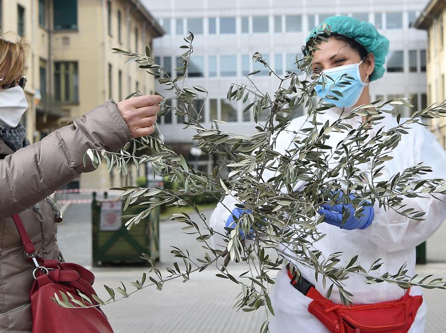 Torino, esterno dell'ospedale Molinette. (ANSA/ALESSANDRO DI MARCO)