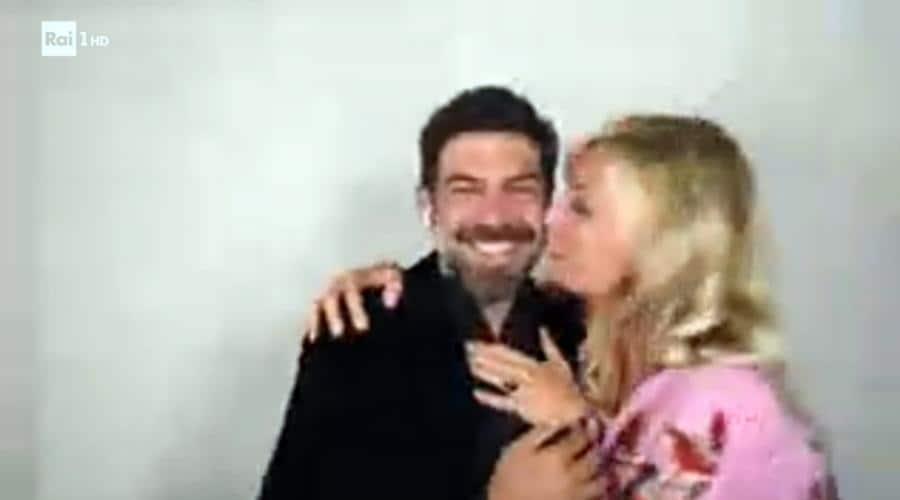 L'attore Pierfrancesco Favino vincitore del premio come miglior attore protagonista mentre viene festeggiato dalla moglie l'attrice Anna Ferzetti durante il collegamento via internet da casa (Italy Photo Press)