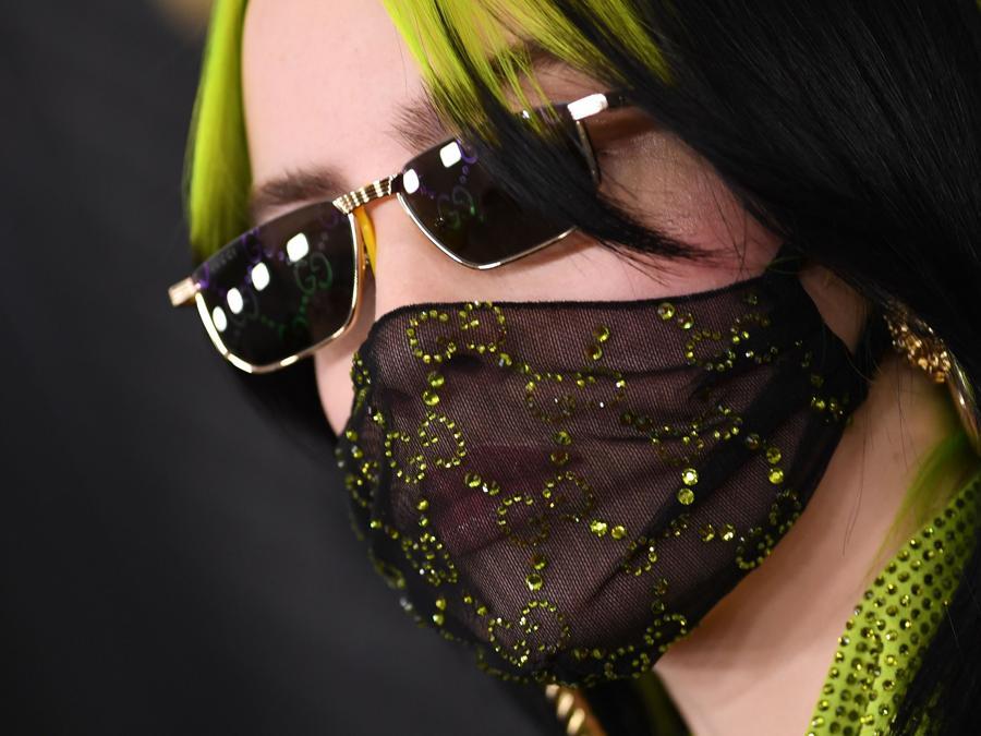 Billie Eilish ai Grammy Awards con una mascherina di Gucci