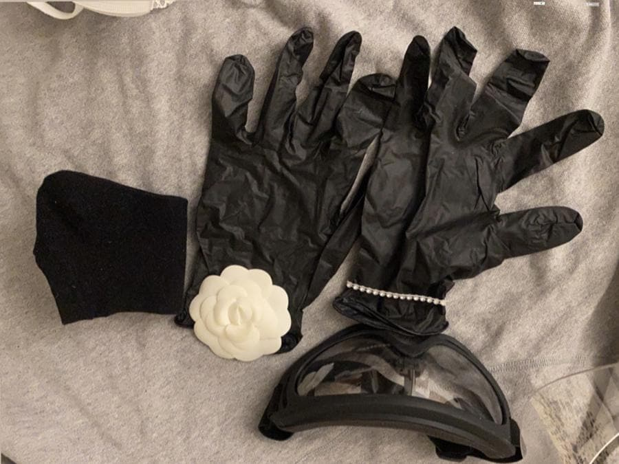 Necessaire per matrimonio dell'Atelier Tosetti: guanti, occhiali e mascherina