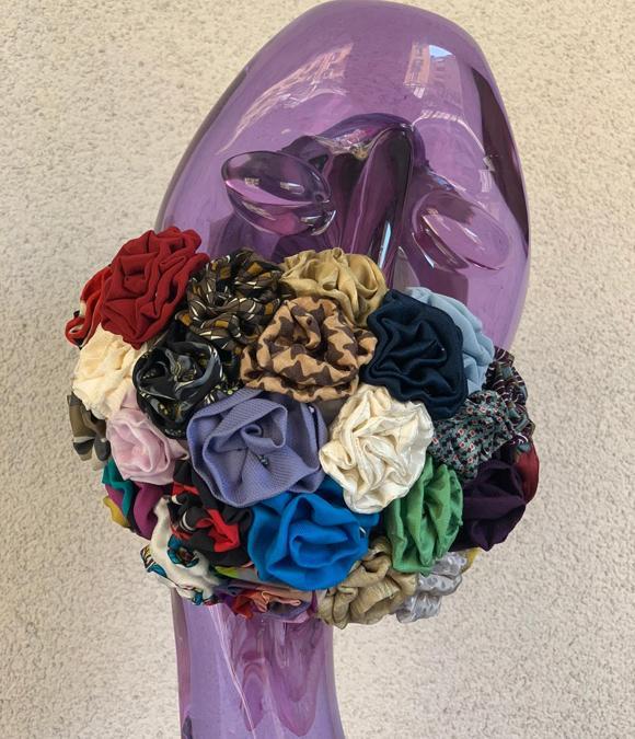 My Boutonniére, mascherina per sposa realizzata con fiori colorati in seta