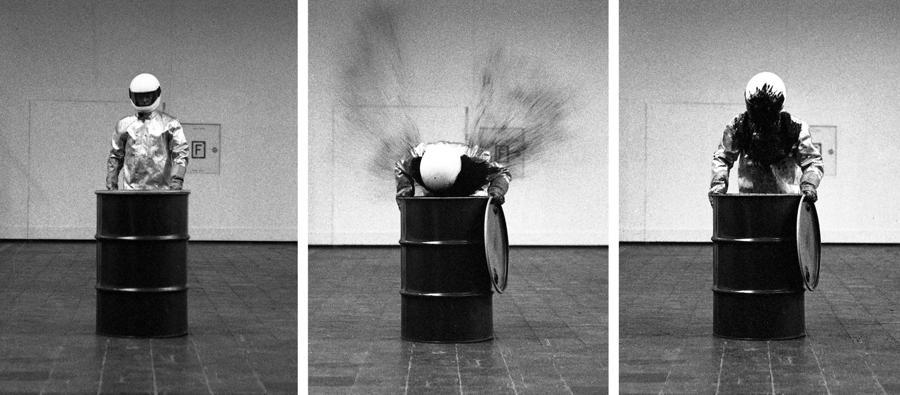 HAUSLER - Roman Signer - Barrell with Explosion (Düsseldorf) - 1992 - Fotografia a getto d'inchiostro montata su alluminio. Tre pezzi60 x 40 cm (ciascuno) - Ed. 6/10 + 3 AP - Courtesy dell'artista e Häusler, Monaco, Zurigo