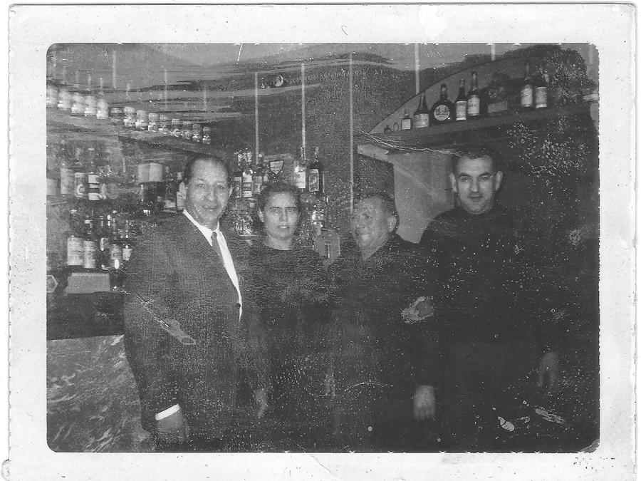 Bartali. Gino Bartali al banco della trattoria Genio di Melegnano (la Locanda del Cappello) nel 1963 per l'inaugurazione del gruppo ciclistico G.S. Fausto Coppi