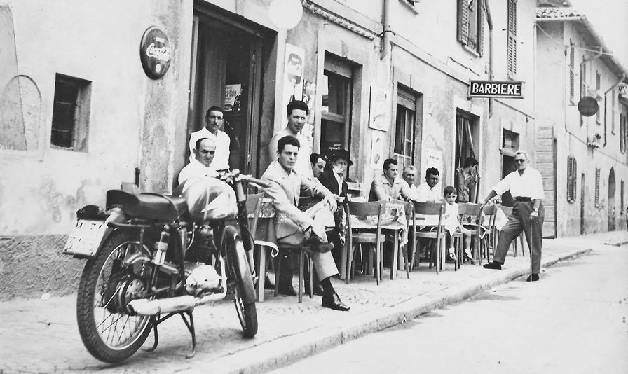 Esterno. L'esterno della trattoria Genio nel 1963 quando si poteva ancora mettere i tavolini sul marciapiede