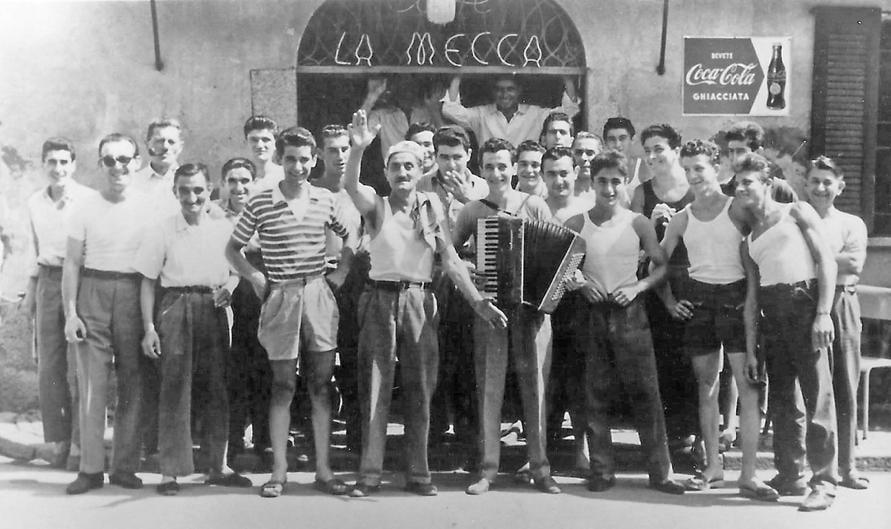Mecca. - In piena estate anni 50 davanti alla Mecca il cui vero nome era el Caffèrin