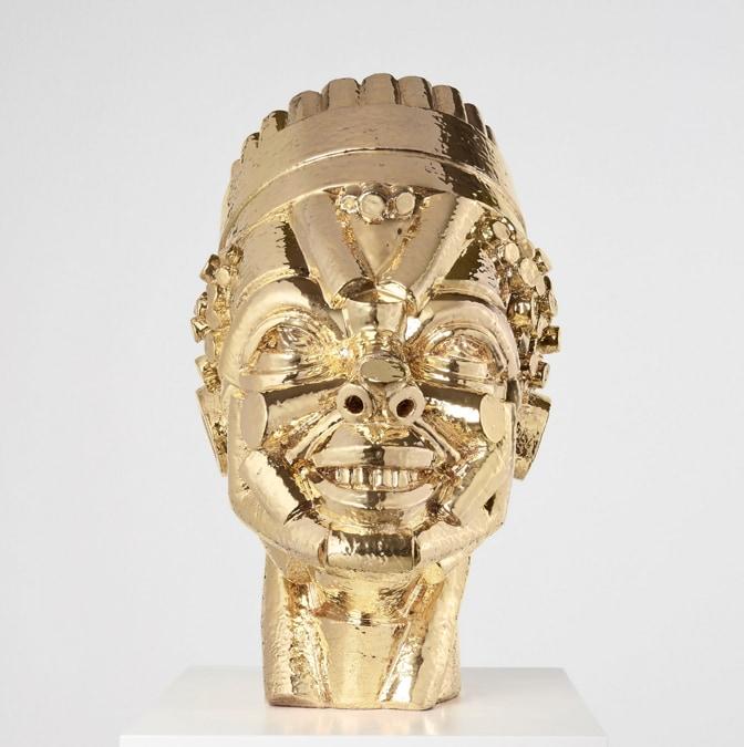 Victor Fotso Nyie, Fantasia, 2020, ceramica di Faenza e oro, 42 x 25 x 30 cm, ed. unica, 10mila dollari, offerto dalla galleria P420 a Frieze Viewing Room