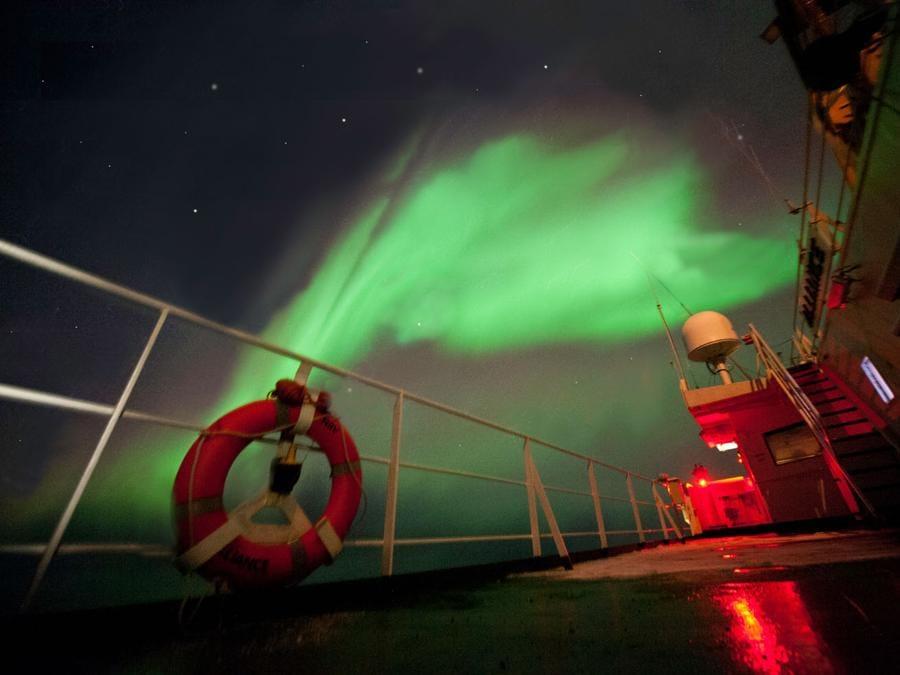 L'aurora boreale vista dalla Nave Alliance