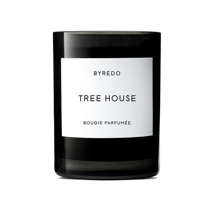 BYREDO Tree House Candela Profumata, dalle note spiccatamente boisé, protagonisti assoluti il Legno di Cedro e il Sandalo.