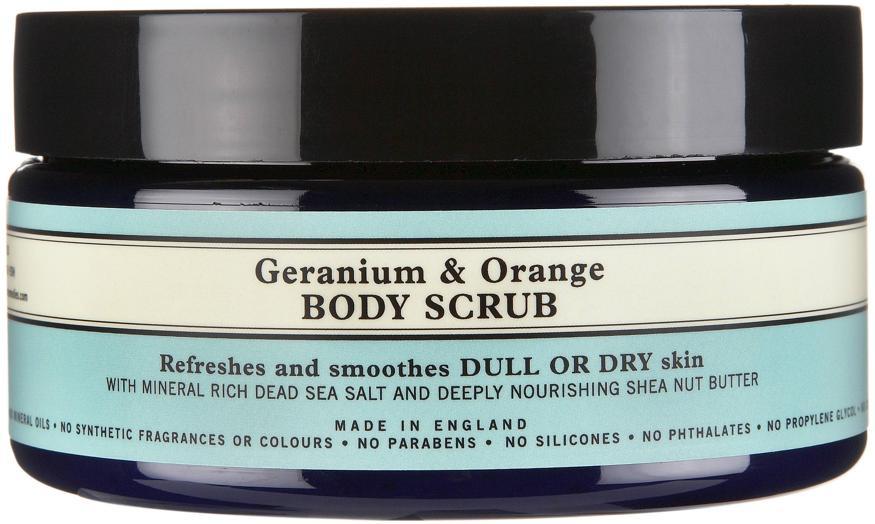 Geranium Orange Body Scrub Neal's Yard Remedies, indicato per pelli secche o spente, nella formula il sale del Mar Morto combinato con burro di Karité