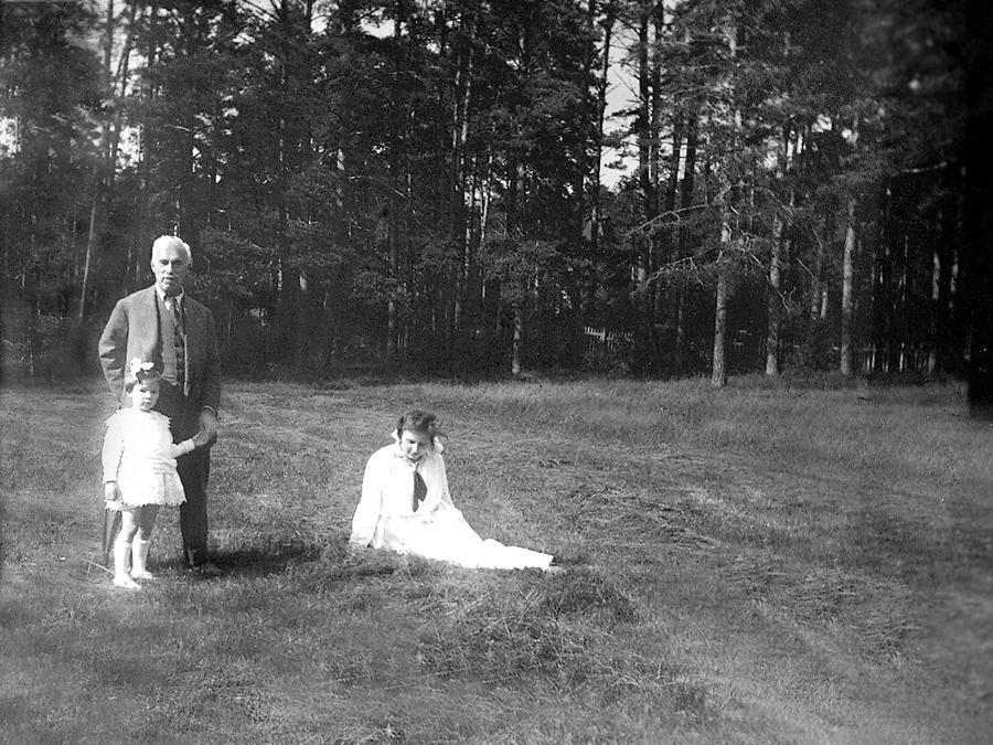 Sergej Ščukin e Nadežda con la figlia Irina a Mosca, estate del 1917