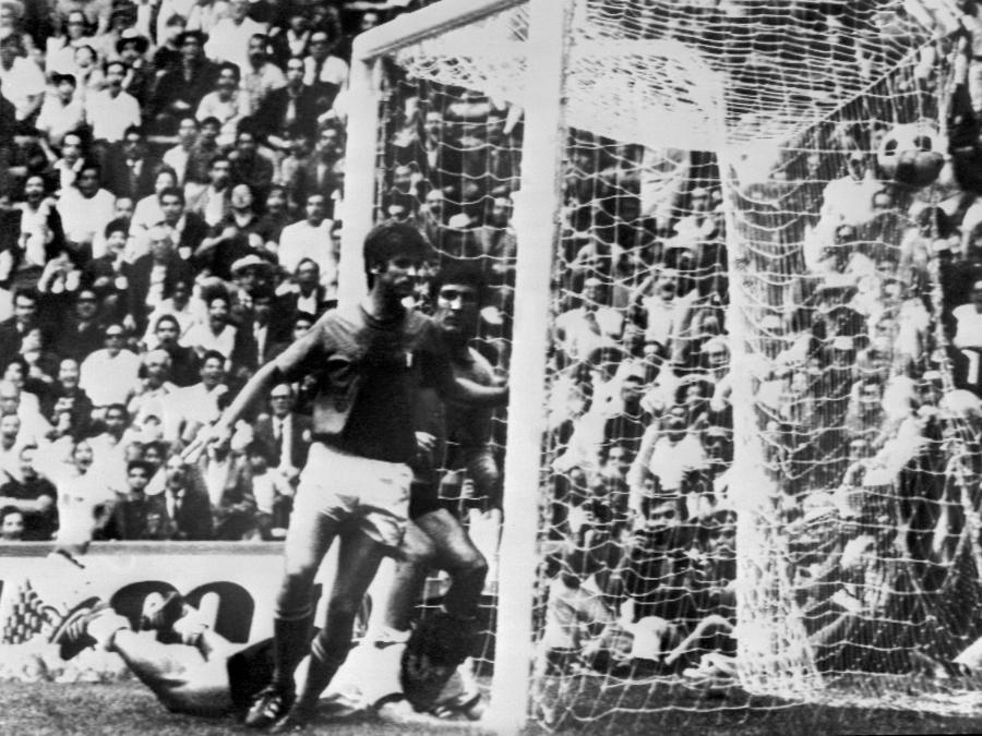 Il gol del tedesco Gerhard Muller (Afp)