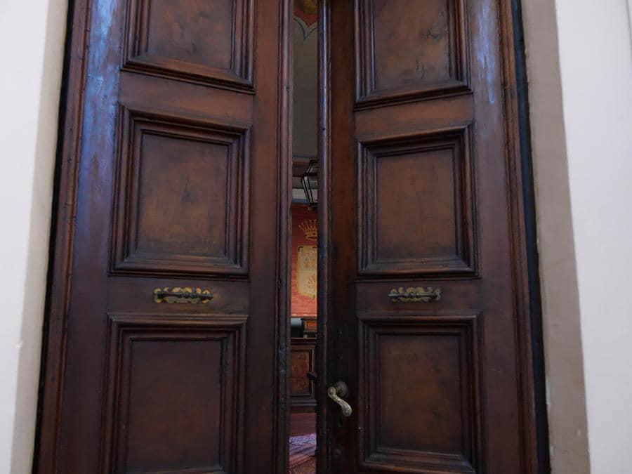 Porta di entrata del piano nobile di Palazzo Leopardi