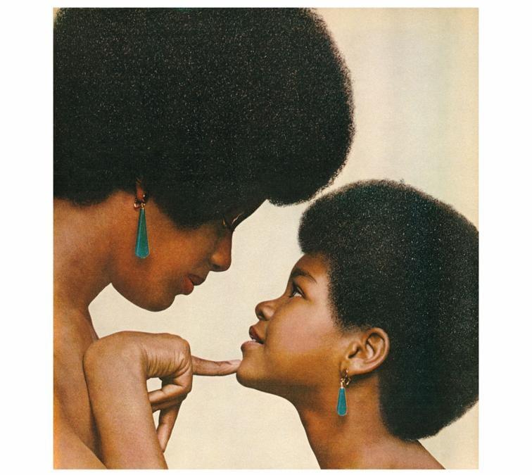 Hank Willis Thomas, Kama Mama, Kama Binti (Like mother like daughter), 1971/2008, LightJet print, 53 x 50 inches (print), Edition L2 di 5 + 1 AP, Courtesy Jack Shainman