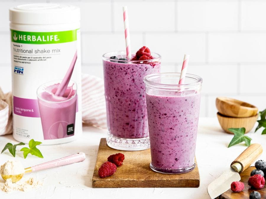 L'americana Herbalife Nutrition, promotrice dalla cultura del benessre, propone uno o due kit nutrizionali da consumare a colazione e a pranzo, cui abbinare integratori, proteine o vitamine, nell'arco della giornata