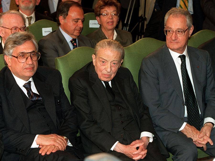 Anni '90 - Il governatore della Banca d' Italia Antonio Fazio, Il presidente onorario di Medio Banca Enrico Cuccia e il presidente della Fiat Cesare Romiti in una foto di archivio. (Bianchi ARCHIVIO/ANSA/ DEF)