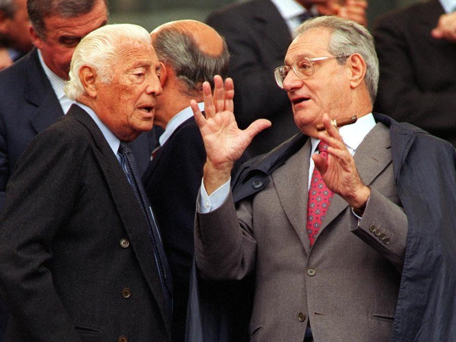 1998 - Gianni Agnelli (S) e Cesare Romiti in tribuna durante la partita Roma -Fiorentina. (BIANCHI /ANSA)