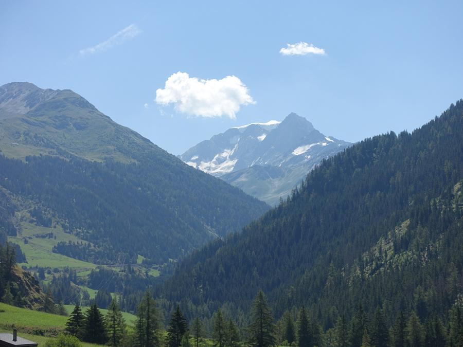 Salendo sul versante svizzero