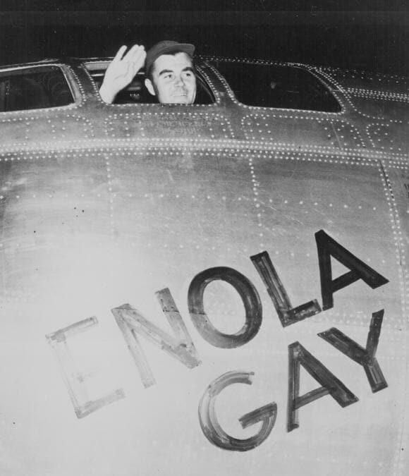 Il colonnello Paul Tibbets, pilota dell'Enola Gay (U.S. National Archives and Records Administration/Handout via REUTERS)