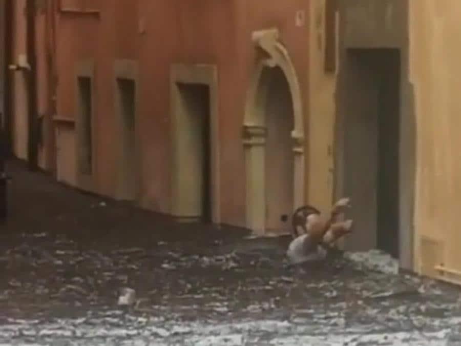 Fermo immagine del video pubblicato da Meteoweb sul nubifragio che ha colpito la città di Verona