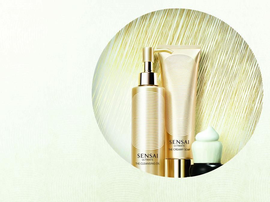 """Sensai Ultimate, il brand giapponese punta sulla detersione, uno step importante per la pelle sensibile. La nuova linea Ultimate """"Saho"""" utilizza prodotti delicati e trasforma la pulizia della pelle in un lussuoso benessere"""
