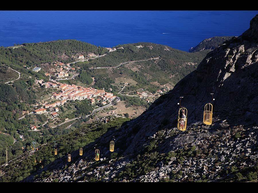 Isola d'Elba: La cabinovia che porta al Monte Capanne, il punto più alto dell'Isola d'Elba, a Marciana (Credit RobertoRidi/VisitElba.info)