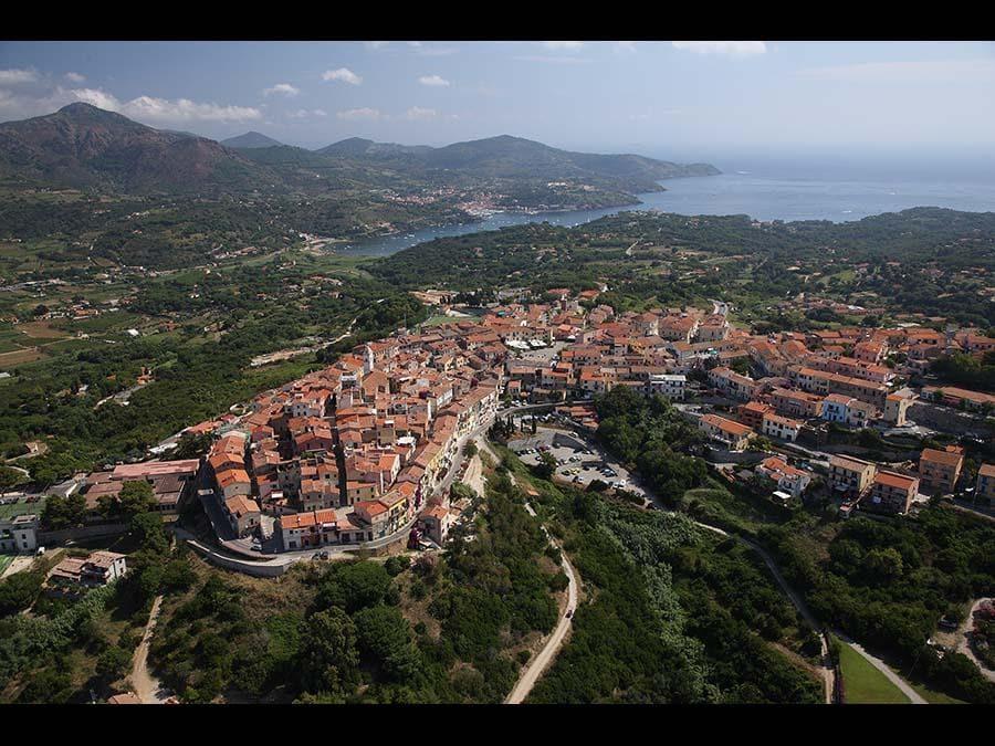 Isola d'Elba: Vista dall'alto del Comune di Capoliveri (Credit RobertoRidi/VisitElba.info)