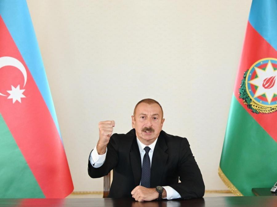 Il Presidente dell'Azerbaigian Ilham Aliyev che rilascia una dichiarazione sull'attuale conflitto con l'Armenia. Secondo i media, l'Armenia ha imposto la legge marziale dopo che sono scoppiati scontri nel conflitto territoriale tra Armenia e Azerbaigian nella Repubblica del Nagorno-Karabakh, con entrambe le parti che hanno denunciato la morte di civili dopo bombardamenti, artiglieria e attacchi aerei lungo il fronte. (EPA/AZERBAIJAN DEFENSE MINISTRY)