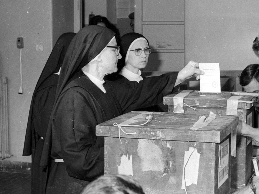 Una foto del voto del giorno 12 maggio 1974.  ARCHIVIO ANSA/DEF